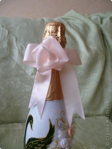 Начало смотрите здесь https://stranamasterov.ru/node/274533 .Бутылки на рождение первенца и годовщину свадьбы.Сделала их в одном стиле - капрон, истонченная открытка, бисер по контуру открытки. мне самой эти бутылки очень нравятся ( не скромно). Может потому-что я их сама придумала.Долго искала подходящие открытки. Принтера у меня пока нет. фото 9