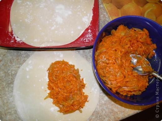 Тыква - 500 г Лук - 3 шт Мука - 3 стакана соль, перец сливочное и растительное масло фото 5
