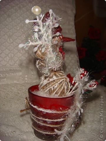 """Доброго времени суток, дорогие Мастера! Сегодня я покажу Вам свои новогодние творения. Первое - снеговик. Этот объект был создан мною специально для """"Мелодии скрапа"""" в качестве приглашенного дизайнера. Честно говоря, я немного струхнула, что меня выбрали, и сначала сделала не то, а потом разошлась, и до сих пор могу еще кучу объектов с """"теплыми"""" элементами (нитки, кружево, вязаные элементы и т. п.) сделать.  фото 5"""