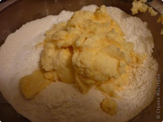 Сейчас как раз самый сезон мандаринов и это легкое печенье очень кстати.Можно его сделать и апельсиновым или лимонным- надо только заменить цедру.Времени на выпечку уйдет мало,получается рассыпчатое и очень ароматное.Попробуйте))) фото 6