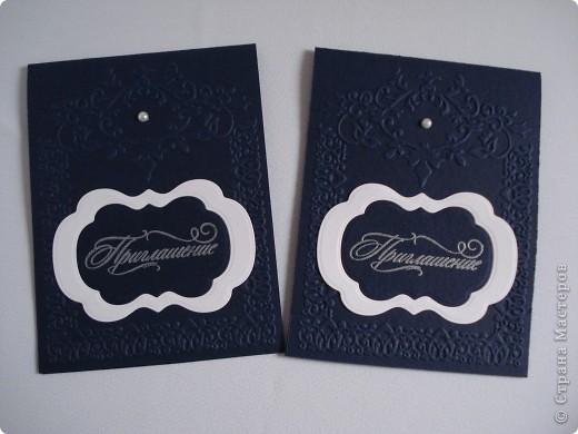 Свадебное приглашение - перламутровая дизайнерская бумага ,теснение, вырубка,надпись выполнена в технике горячий эмбоссинг, атласные ленты.Цветы сделаны с помощью дырокола. фото 6