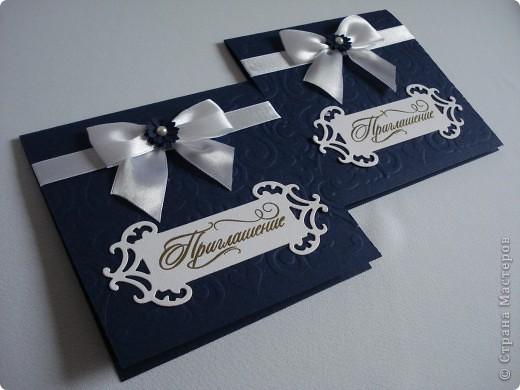 Свадебное приглашение - перламутровая дизайнерская бумага ,теснение, вырубка,надпись выполнена в технике горячий эмбоссинг, атласные ленты.Цветы сделаны с помощью дырокола. фото 12