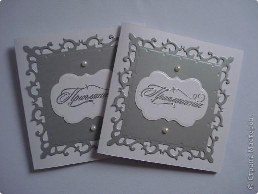 Свадебное приглашение - перламутровая дизайнерская бумага ,теснение, вырубка,надпись выполнена в технике горячий эмбоссинг, атласные ленты.Цветы сделаны с помощью дырокола. фото 13