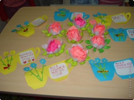 Всем здравствуйте! Два занятия мы готовились к Дню мам. Предлагаю посмотреть, какие сувениры мы приготовили. фото 7