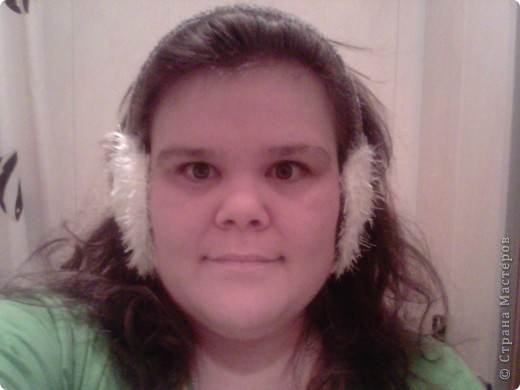 Не нашла в Стране МК по вязаным наушникам. Решила заполнить пробел. Снимала телефоном отражение в зеркале. Получилось жутко, но общий смысл ясен. фото 1