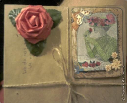 """Вчера был международный день матери. В связи с этим праздником подарил маме вот такую открытку. В работе использовал скрап-бумагу из набора, который мне подарила мама на прошлый новый год, пуговицы, ленту из того же набора, искусственную розу для подарков и... да-да, ту самую карточку из серии """"Дамы"""" от Натальи Ажгнихиной, о которой я говорил в прошлом своем посте. фото 5"""