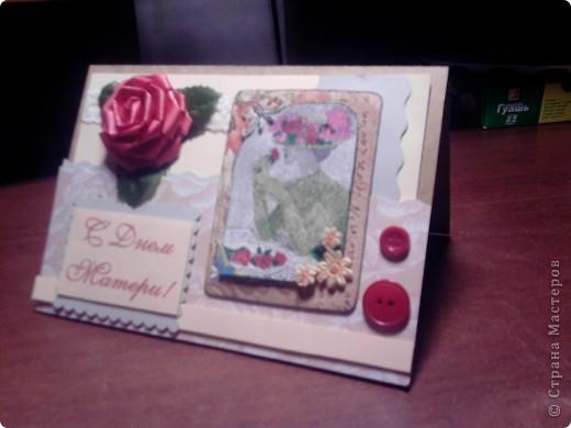 """Вчера был международный день матери. В связи с этим праздником подарил маме вот такую открытку. В работе использовал скрап-бумагу из набора, который мне подарила мама на прошлый новый год, пуговицы, ленту из того же набора, искусственную розу для подарков и... да-да, ту самую карточку из серии """"Дамы"""" от Натальи Ажгнихиной, о которой я говорил в прошлом своем посте. фото 4"""