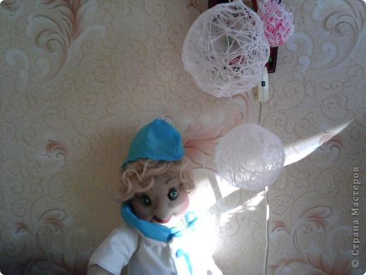 решила и я сшить доктора,но намучилась с руками,потому что сначала одела куклу,а потом начала шить пальцы,пока просовывала руки ...деформировала все,что можно и получились мужские руки(рабочие)... фото 4