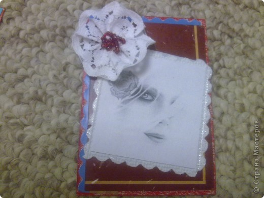 Вечерняя сессия аппликации. За последнее время пришло немного карточек, надо поблагодарить. Распечатала черно-белые фото - работы австралийской художницы-иллюстратора Bec Winnel на сайте etsy.com Фон - коричневый картон из коробочки шоколадных конфет. Оказался очень поддатливым для ручного тиснения. Немного кружев и бисера. фото 3