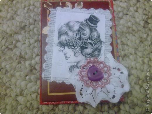 Вечерняя сессия аппликации. За последнее время пришло немного карточек, надо поблагодарить. Распечатала черно-белые фото - работы австралийской художницы-иллюстратора Bec Winnel на сайте etsy.com Фон - коричневый картон из коробочки шоколадных конфет. Оказался очень поддатливым для ручного тиснения. Немного кружев и бисера. фото 9