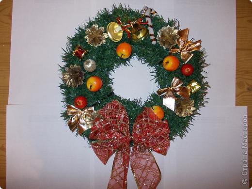 Веночек 1 Вот так решила я видоизменить Рождественский веночек и сделала его в форме сердца.По-моему,очень символичный подарок для тех,кто ждет в Новом году судьбоносной встречи со своей второй половинкой. фото 2
