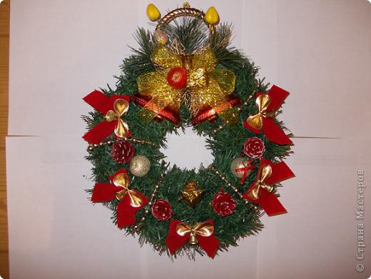 Веночек 1 Вот так решила я видоизменить Рождественский веночек и сделала его в форме сердца.По-моему,очень символичный подарок для тех,кто ждет в Новом году судьбоносной встречи со своей второй половинкой. фото 3