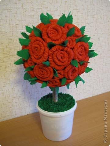 А это деревце было сделано в подарок. в цветочный горшок залит гипс. Сверху украшено жеваной бумагой.Техника торцевания. фото 5