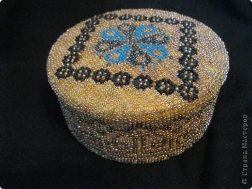 Вот такую шкатулочку из бисера я сделала для мамы в честь дня Матери. Ушло на нее примерно 2 недели фото 1