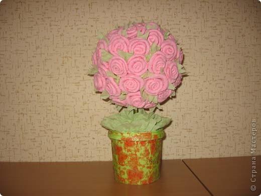 А это деревце было сделано в подарок. в цветочный горшок залит гипс. Сверху украшено жеваной бумагой.Техника торцевания. фото 8