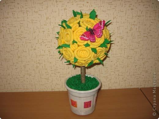 А это деревце было сделано в подарок. в цветочный горшок залит гипс. Сверху украшено жеваной бумагой.Техника торцевания. фото 6