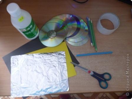 Здравствуйте! Я хочу показать вам, как я делаю сову из ненужных компакт-дисков. Начнём... фото 2