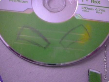 Здравствуйте! Я хочу показать вам, как я делаю сову из ненужных компакт-дисков. Начнём... фото 16