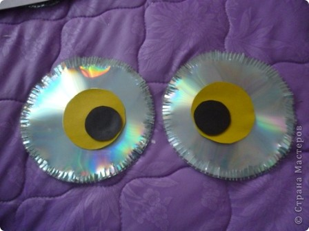 Здравствуйте! Я хочу показать вам, как я делаю сову из ненужных компакт-дисков. Начнём... фото 20
