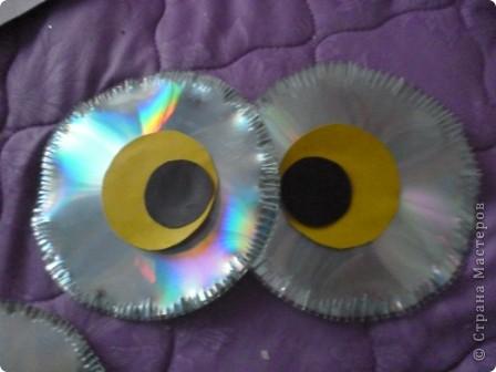 Здравствуйте! Я хочу показать вам, как я делаю сову из ненужных компакт-дисков. Начнём... фото 21
