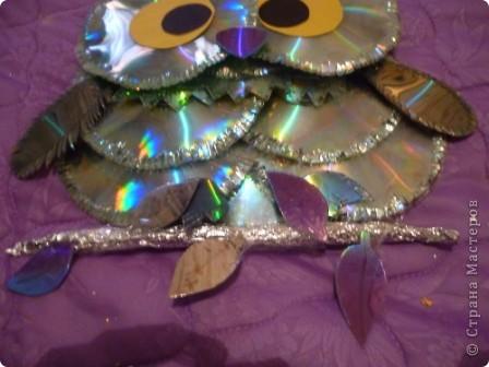 Здравствуйте! Я хочу показать вам, как я делаю сову из ненужных компакт-дисков. Начнём... фото 36