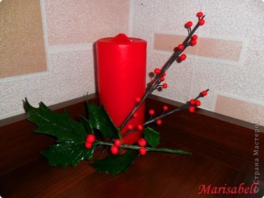"""Здравствуйте! В """"Стране"""" уже многие готовятся к Рождеству и Новому году. Очень приятно и радостно смотреть какие у всех получаются красивые рождественские украшения и поделки. Я тоже занимаюсь подготовкой к этому светлому празднику. Начала с лепки рождественского венка из остролиста. Он еще в процессе """"создания"""". фото 1"""