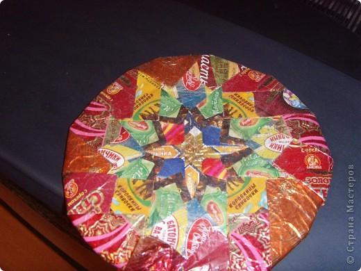 Для этой тарелки нужно просто много фантиков. Сделать ее может каждый фото 1