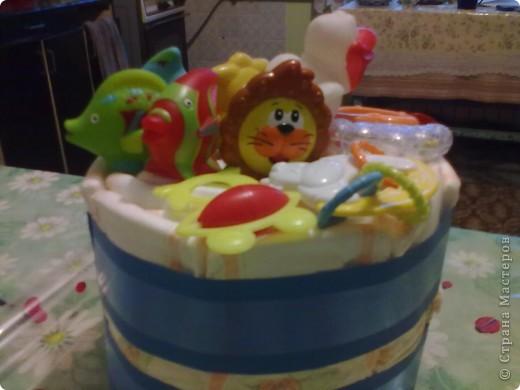 Тортик племяшке на день рождения. Когда встал вопрос о подарке, мне вспомнилось что я видела торт из подгузников в Стране у ЕМ   https://stranamasterov.ru/node/202772. Но, т.к было только фото конечного результата, пришлось немного самой додумывать. Вот, что получилось. фото 4