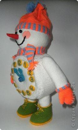 Вот такого снеговика связала я в предверии Нового года. фото 2