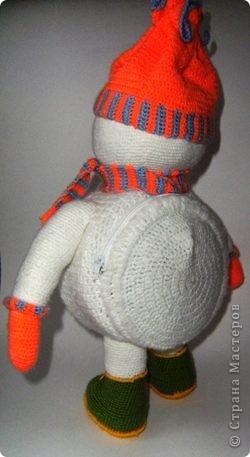 Вот такого снеговика связала я в предверии Нового года. фото 3