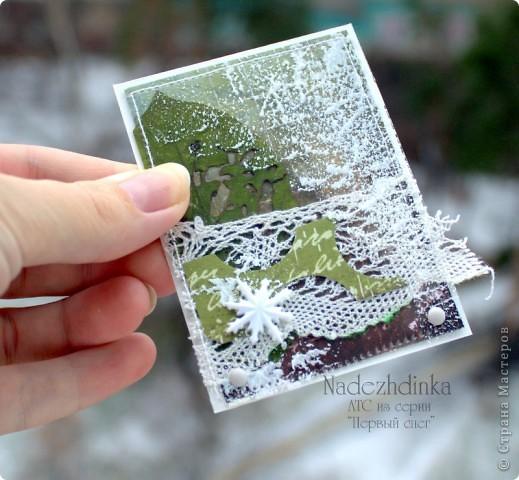 """Моя серия АТС посвящена первому снегу. Она была создана ещё осенью. В основе - бумага для скрапбукинга и гербарий. Всё спрятано под плёнку, прошито на машинке по периметру и """"заснежено"""" белым акрилом :) фото 4"""