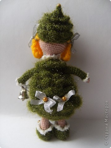"""""""Были бы у ёлочки ножки, побежала бы она по дорожке"""". Стихотворение К.И. Чуковского приняла буквально и связала елочку, которая может вместе с детками веселиться в Новый год, бегать и прыгать! фото 3"""