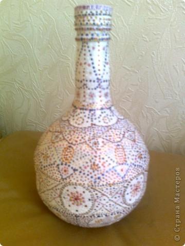Была прозрачная бутылочка, похожая на колбу. При помощи точечной росписи преобразилась. фото 1