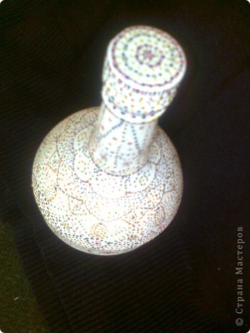 Была прозрачная бутылочка, похожая на колбу. При помощи точечной росписи преобразилась. фото 2