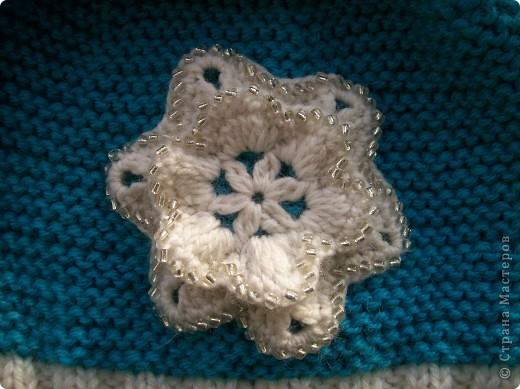 Связала доченьке новый комплект для зимы. Шапочку и шарфик вязала платочной вязкой нитью в два сложения.  фото 3