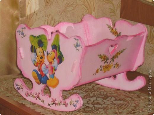 Муж смастерил для дочки кроватку для любимой куклы, а я уж продекорировала)) фото 1