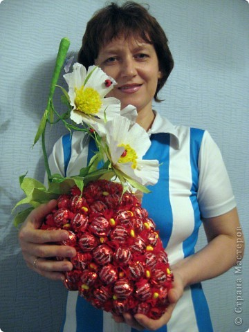 "Клубника из конфет "" ProstoDelkino.com - поделки своими руками."