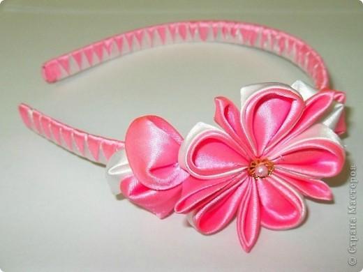 девочки! очень срочно! есть заказ, а я не могу понять, как сделать лепесток, который розовый большой сбоку!..... помогите, пожалуйста! может кто знает МК?