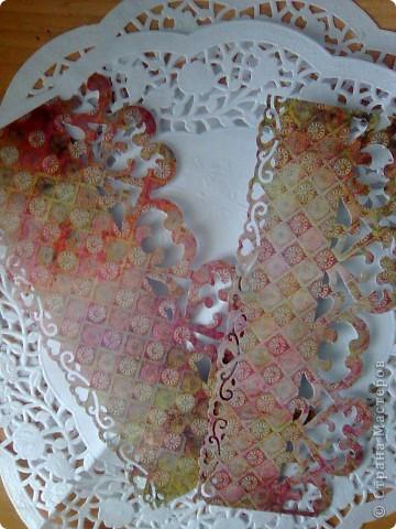 """Вот такая открытка получилась  на этот раз у меня!Делалась под впечатлением от работы Евгении""""Розовые грезы""""Хочется тоже чего-нибудь розового)))Цветочек из розовой ткани(канзаши)острые и круглые лепестки,фон-салфетка,стразы,бабочка и салфетка-подарочные,салфетка и открытка затонированы в розовый цвет. фото 6"""