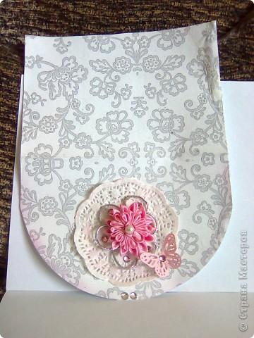 """Вот такая открытка получилась  на этот раз у меня!Делалась под впечатлением от работы Евгении""""Розовые грезы""""Хочется тоже чего-нибудь розового)))Цветочек из розовой ткани(канзаши)острые и круглые лепестки,фон-салфетка,стразы,бабочка и салфетка-подарочные,салфетка и открытка затонированы в розовый цвет. фото 2"""