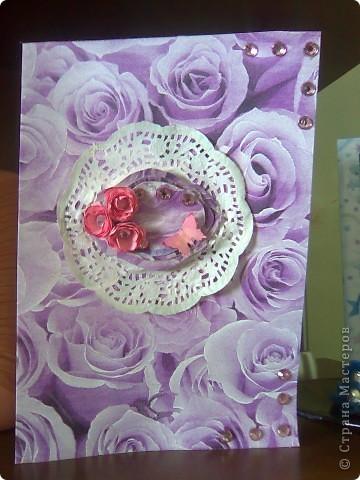 """Вот такая открытка получилась  на этот раз у меня!Делалась под впечатлением от работы Евгении""""Розовые грезы""""Хочется тоже чего-нибудь розового)))Цветочек из розовой ткани(канзаши)острые и круглые лепестки,фон-салфетка,стразы,бабочка и салфетка-подарочные,салфетка и открытка затонированы в розовый цвет. фото 3"""