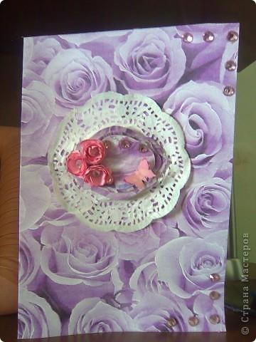 """Вот такая открытка получилась  на этот раз у меня!Делалась под впечатлением от работы Евгении""""Розовые грезы""""Хочется тоже чего-нибудь розового)))Цветочек из розовой ткани(канзаши)острые и круглые лепестки,фон-салфетка,стразы,бабочка и салфетка-подарочные,салфетка и открытка затонированы в розовый цвет. фото 4"""