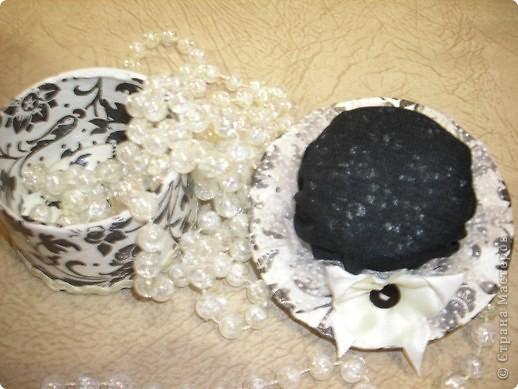 Увидела В Стране шляпки-игольницы,очень хотелось повторить,родилась идея сделать шляпку крышечкой для шкатулочки,в которой можно хранить пуговицы.Спасибо за МК шляпки Ликме. фото 2