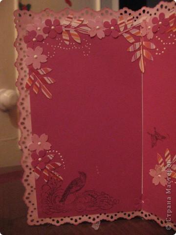 Цветок сделан из бумаги, раскрашен акварелью, серединка из пуговицы и бисера. фото 3