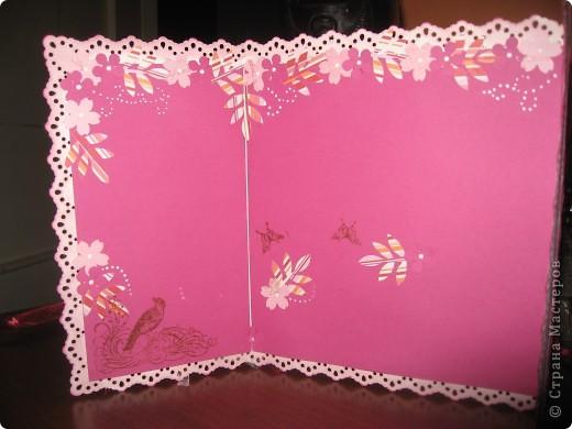 Цветок сделан из бумаги, раскрашен акварелью, серединка из пуговицы и бисера. фото 4