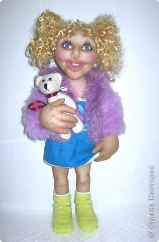 Хочу подарить эту куколку на новый год девочке 5-ти лет. Капрон, на всякий случай, слегка побрызгала клеем пва разведенным водой. Рост 55 см. Волосы из атласных лент. фото 3