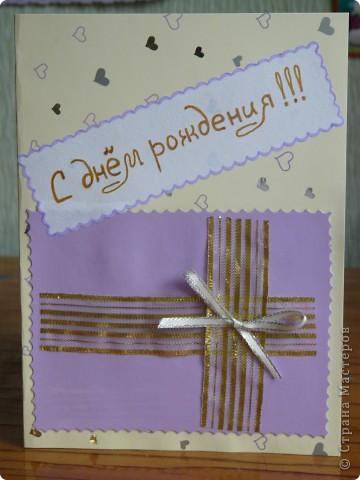 На день рождения подружки дочки решили подарить цепочку и кулон. Подарок положили в сумочку, которая прикрепляется к открытке с помощью петельки (из бисера на венгерке) и пуговицы. Сначала вместо сердца была идея приклеить платье оригами, но так как времени было совсем мало, пришлось остановиться на простом сердечке. Основа открытки поделочный картон по краям продыроколенный и прошнурован  капроновой лентой. фото 3
