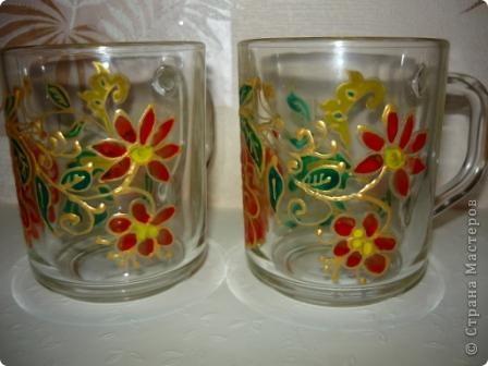 Купила несколько простых стеклянных кружек для оформления. Первую пару расписала витражными красками. Как - то не очень результат понравился.  фото 2