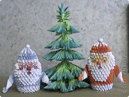 Дедушки Морозы и елка