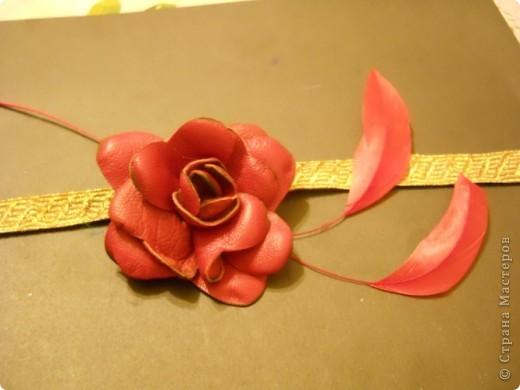 Предлагаю Вам попробовать сделать вот такую розу из кожи. фото 20